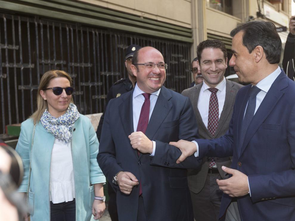 Fernando Martínez Maillo y el ya expresidente de Murcia, Pedro Antonio Sánchez, este martes.
