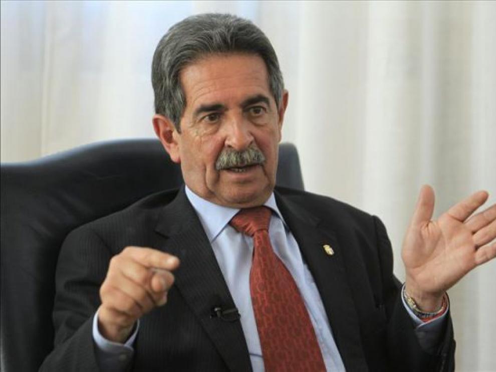 El presidente del Gobierno de Cantabria, Miguel Ángel Revilla, en rueda de prensa.