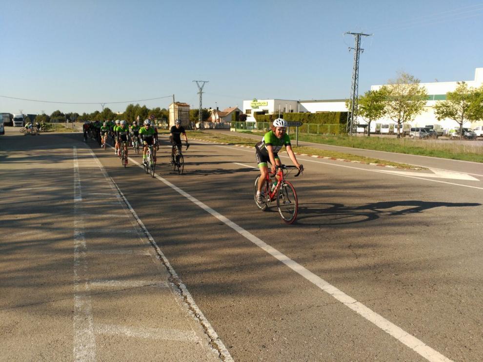 Los socios del Club Ciclista Oscense disfrutan de un fin de semana de actividades.