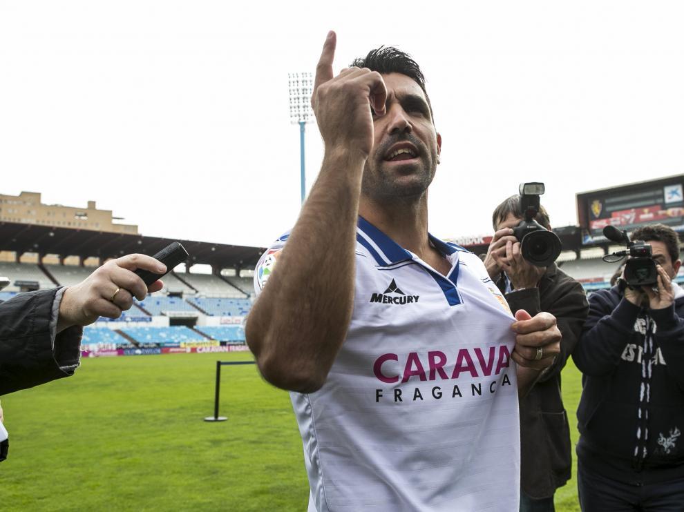 Juan Culio durante su polémica presentación con el Real Zaragoza.