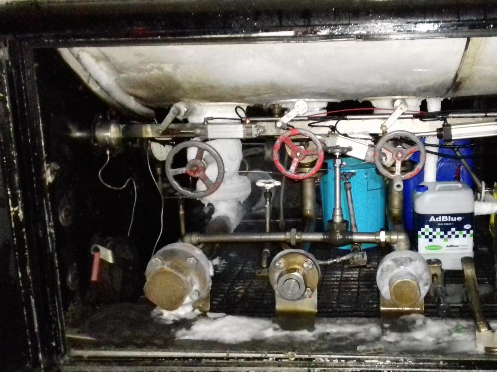 Cuadro de válvulas del camión cisterna donde se produjo la fuga.