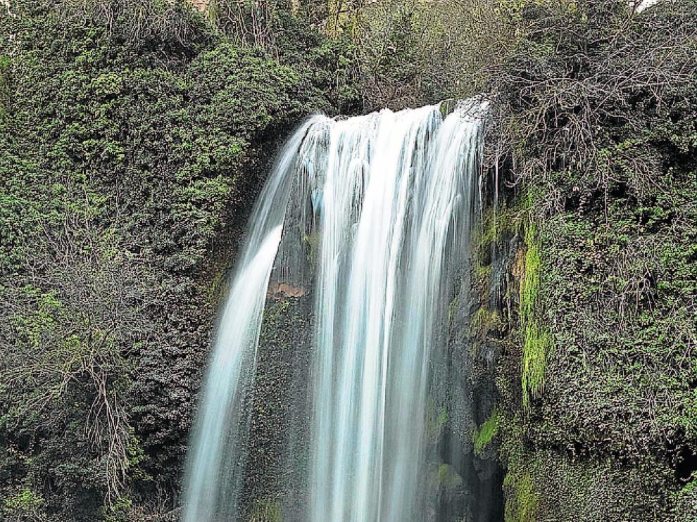 Cascada de la Requijada, río Piedra.