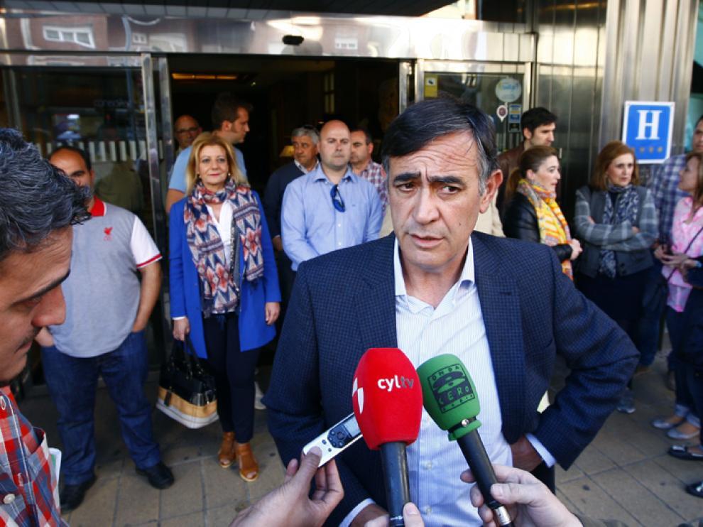 Antonio Pardo y el sector crítico se han reunido este martes en un céntrico hotel antes de la junta directiva.