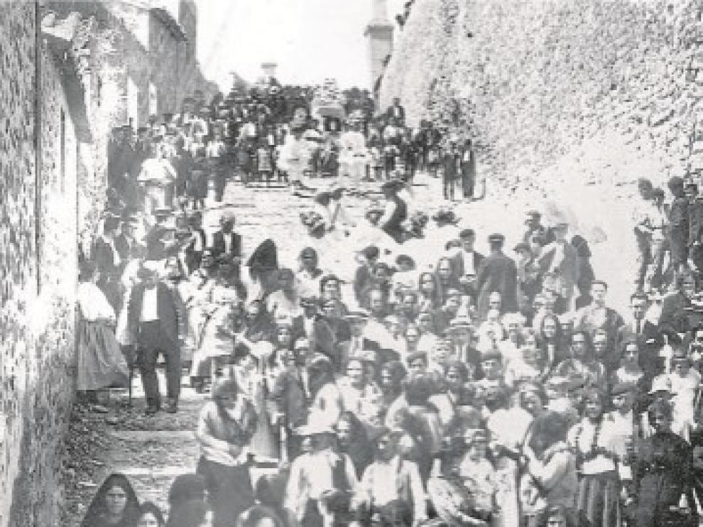 Los vecinos de Quinto posan para revivir una foto histórica de 1925