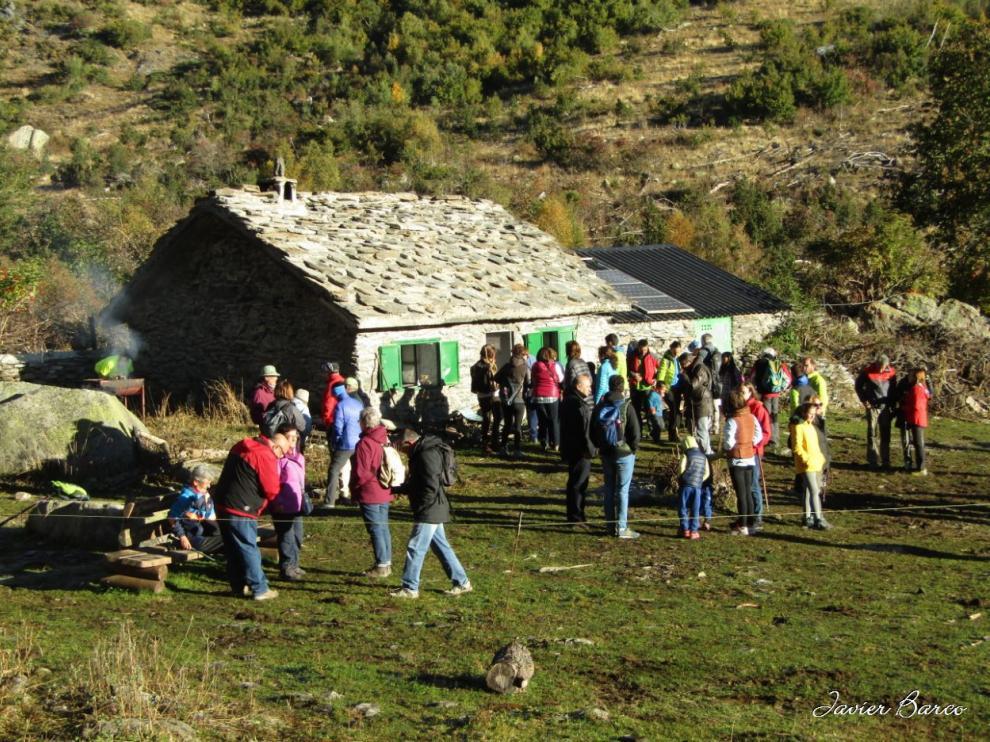 La cabaña del Turmo, en el valle de Estós, es escenario de algunos acontecimientos, como una marcha senderista en agosto y la tría de ganado en octubre.