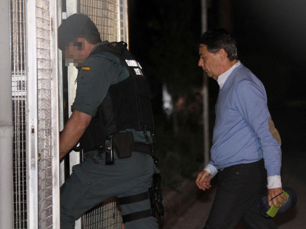 El expresidente de la Comunidad de Madrid a su llegada a Tres Cantos.