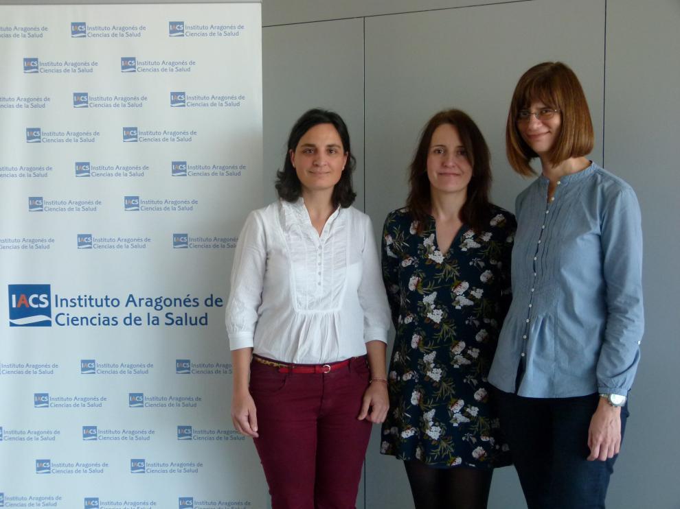 De izda. a dcha., Silvia Vázquez, María Pilar Blas y Patricia Gavín, del equipo investigador.