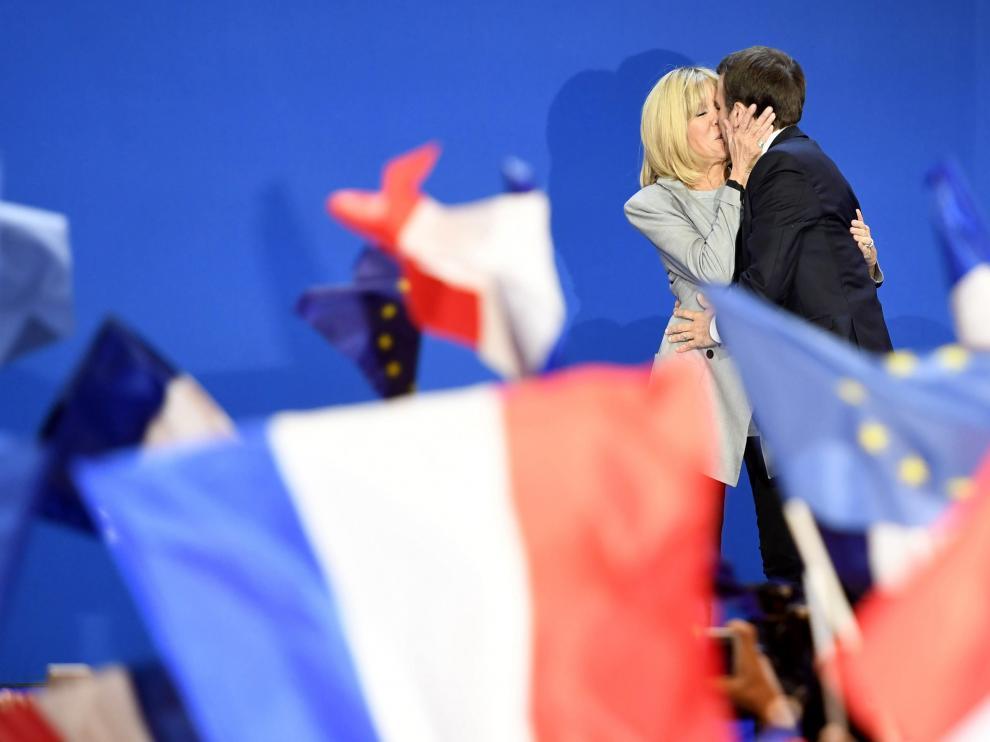 De Macron a Trump y Cooney: parejas que vencieron a la