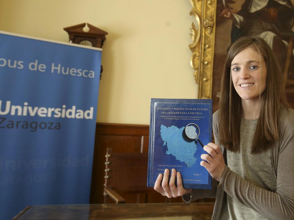 Iris Orosia Campos presentando su tesis doctoral sobre la Fabla Aragonesa.