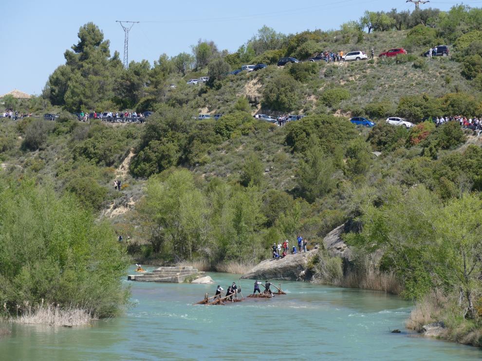 Numeroso público asistió al XV Descenso de Navatas por el río Gállego.