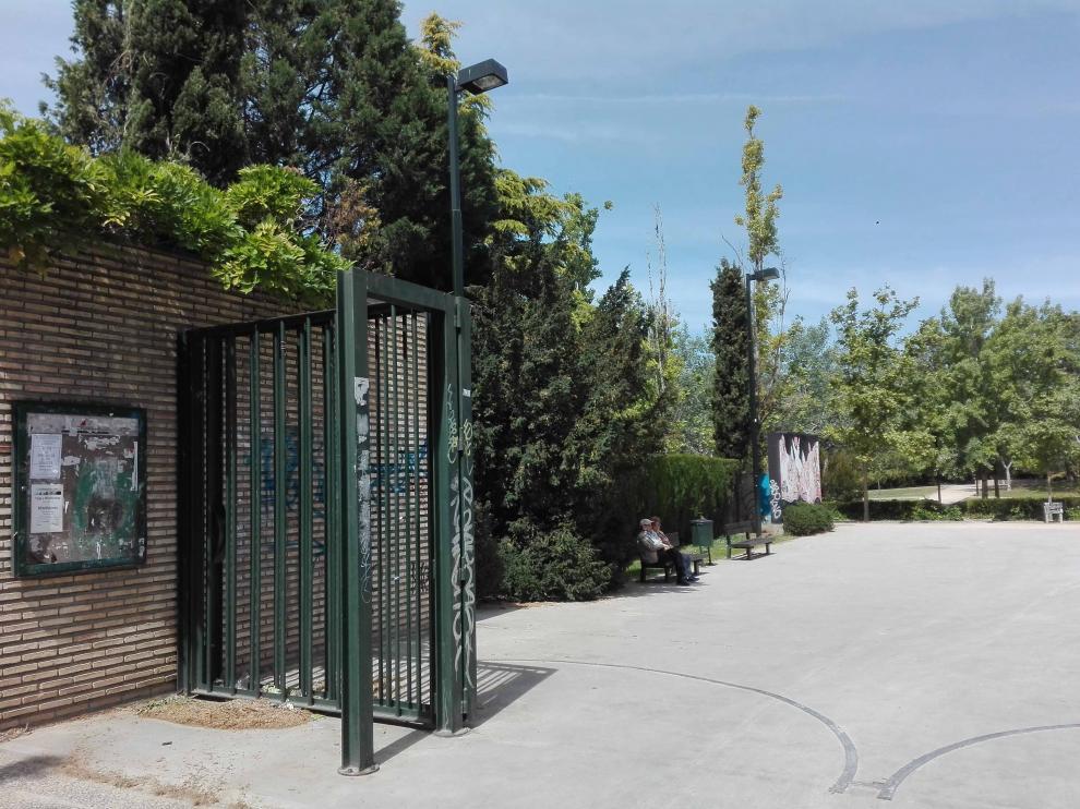 Una de las entradas al parque Delicias, en la calle Duquesa Villahermosa