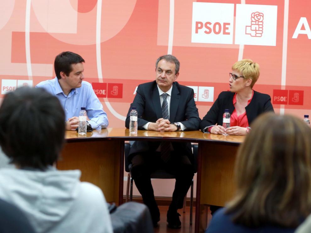 El expresidente del Gobierno de España, José Luis Rodríguez Zapatero, al inicio de la reunión con el grupo de apoyo a Susana Díaz, este jueves en Zaragoza.