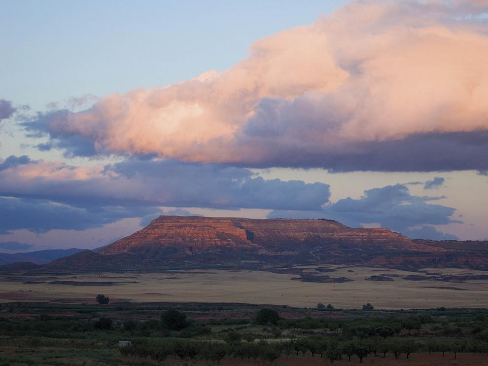 Panorámica de la sierra de Armantes, que flanquea el valle del Manubles por el Este.