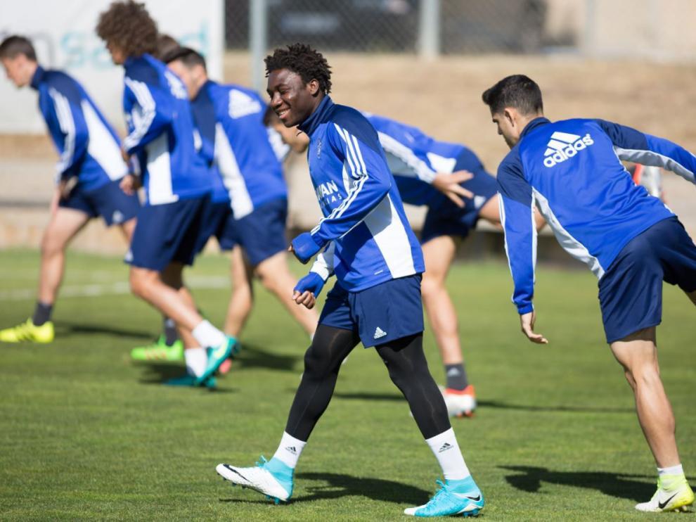 Jean Marie Dongou, sonriente durante el entrenamiento de este viernes en la Ciudad Deportiva, antes de que Láinez explicara públicamente que no entra en sus planes.
