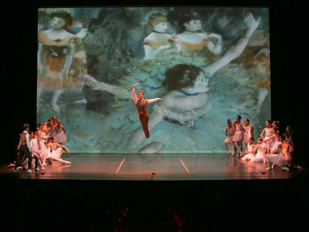 Gonzalo Preciado, bailarín zaragozano del Ballet Nacional de Letonia, en una actuación con el Conservatorio en el Teatro Principal.