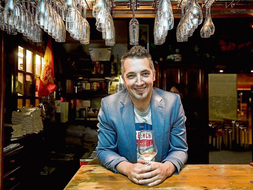 Manu Jiménez, el jueves, en la cervecería Beerland de Zaragoza, donde estuvo en una cata.