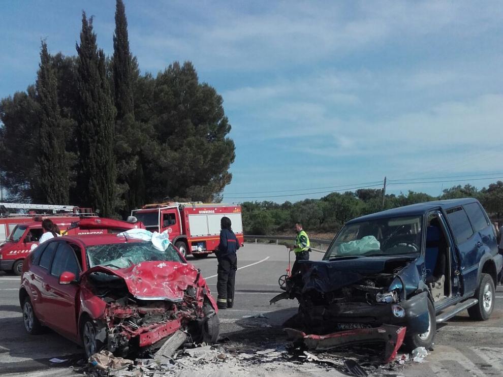 Un herido grave y dos leves en un choque frontal cerca de Berbegal.