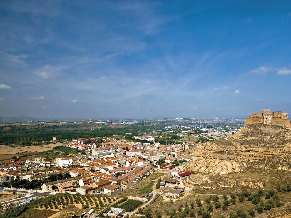 Panorámica de Monzón y su castillo.