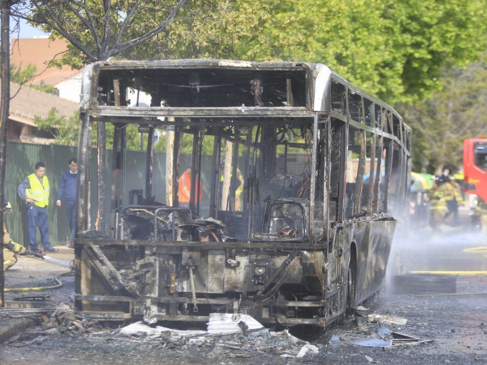 Imagen de archivo de un incendio de un autobús urbano en Montecanal