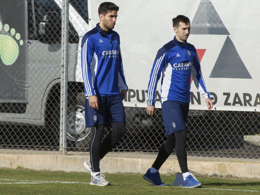 Lele Cabrera, junto a Lanzarote, al inicio del entrenamiento.