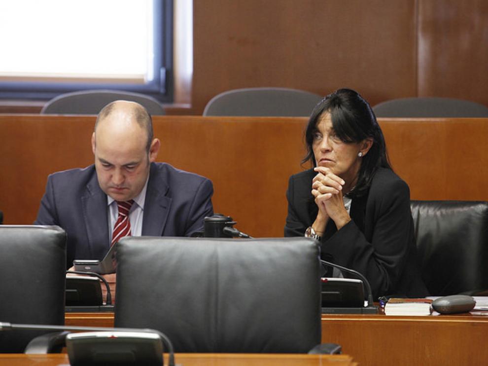 Los diputados del PP Ferrando y Galve, durante la Comisión de Educación celebrada esta mañana