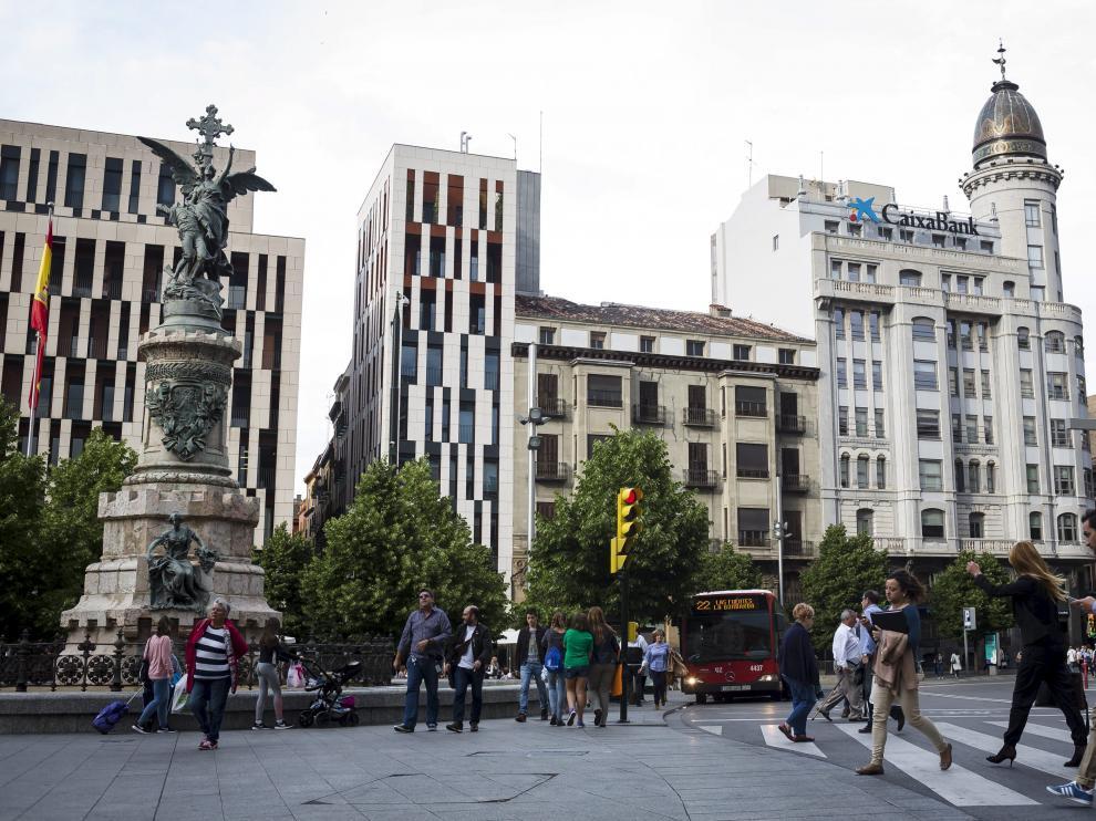 El edificio situado en la plaza de España, entre el antiguo Banco Zaragozano y Puerta Cinegia, ganará dos alturas.