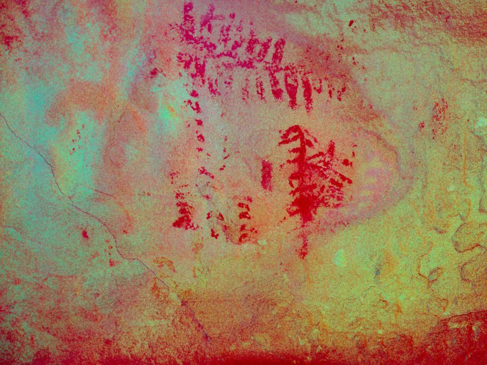 Pinturas halladas en el refugio de Mas del Obispo. El significado de los símbolos, resaltados en rojo, está siendo estudiado.