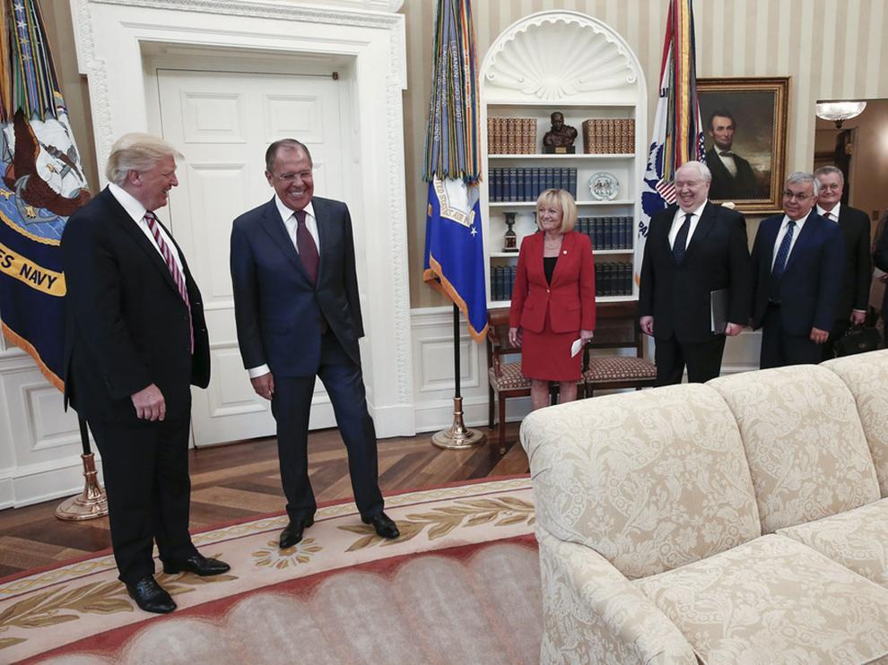Trump recibe a Lavrov en el despacho oval.