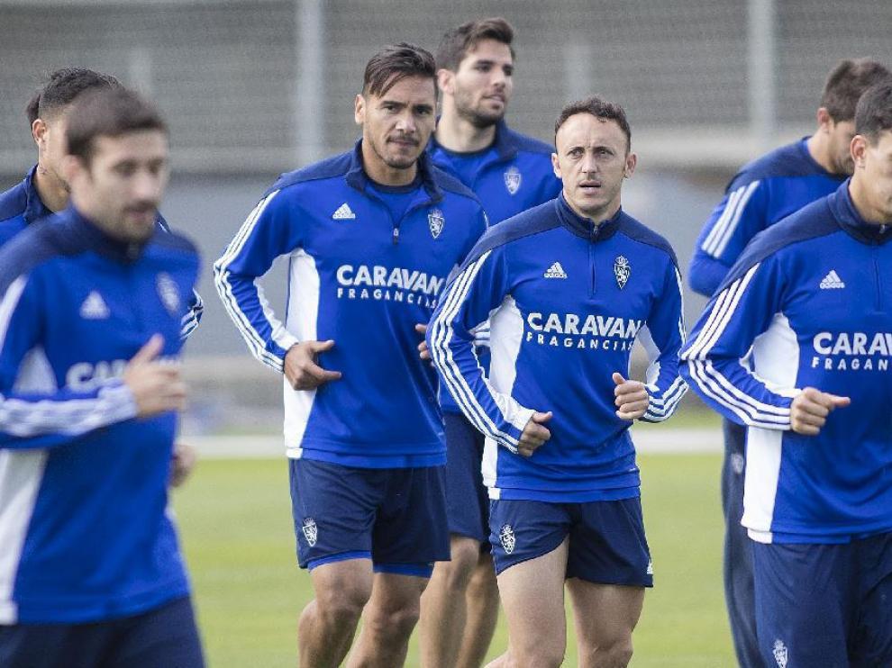 Bedia, Xumetra, Cani, por delante de Marcelo Silva y Cabrera, en el ensayo del jueves en la Ciudad Deportiva.