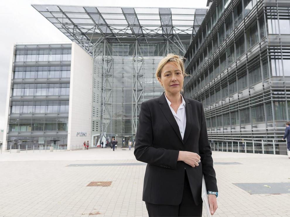 La consejera Marta Gastón, antes de la reunión en la sede de Endesa en Madrid.