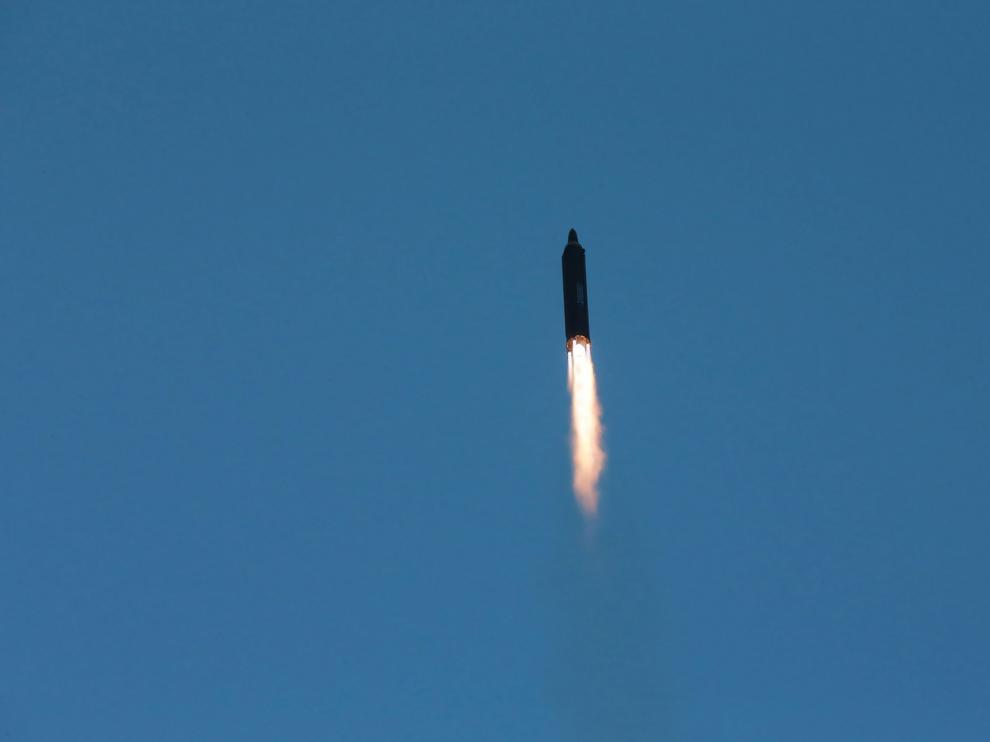 Corea del Norte lanza con éxito un nuevo tipo de misil