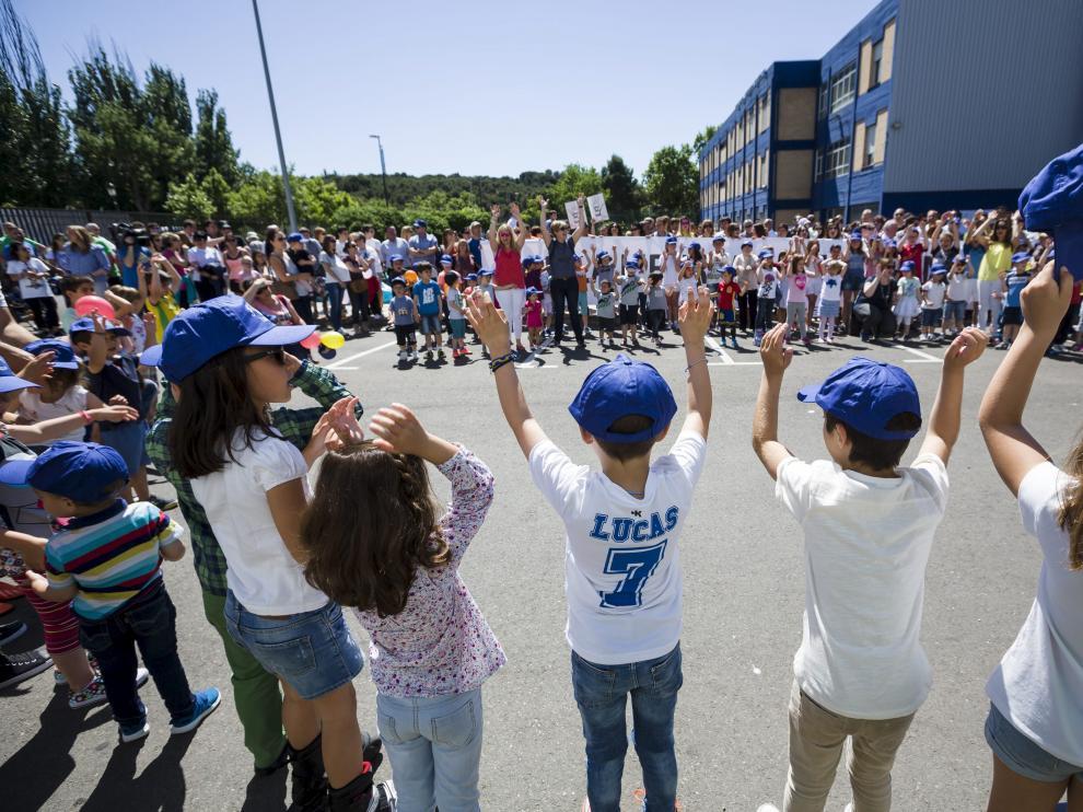 Protesta en el colegio Sagrada Familia por el cierre de una vía en 1º de Infantil.
