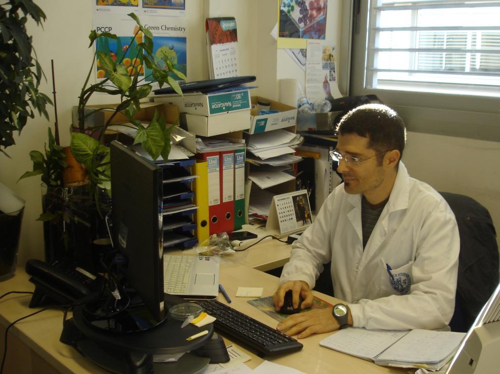 Víctor Sebastián acaba de recibir el premio Marie Sk?odowska-Curie por su trabajo de investigación que desarrolla en el Instituto de Nanociencia de Aragón.