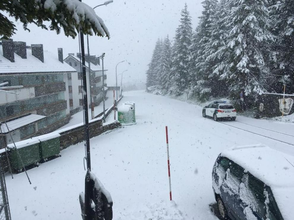 Sorprendente nevada en Candanchú???????.