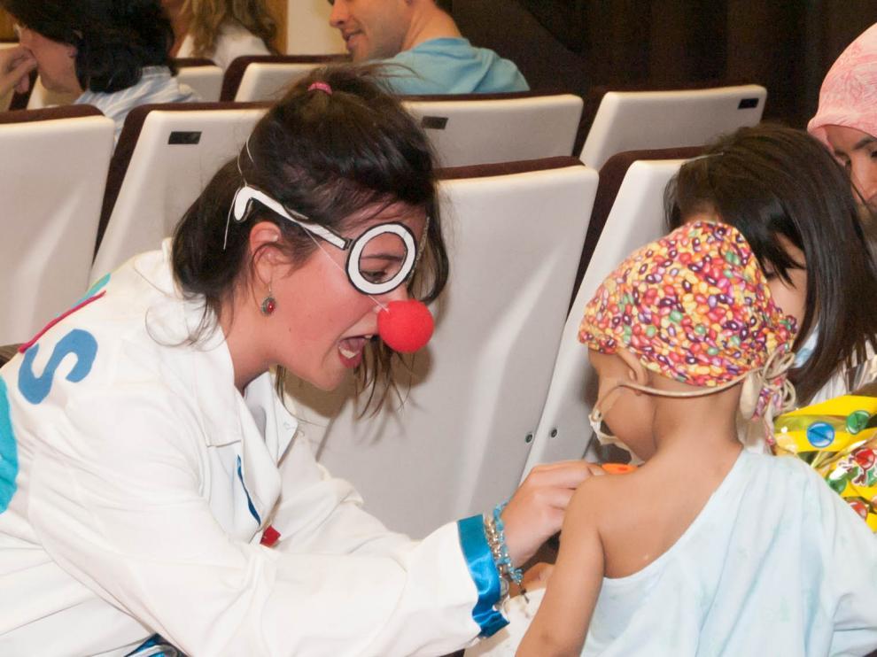 Imágenes del voluntariado con niños en el Hospital Infantil de Zaragoza.