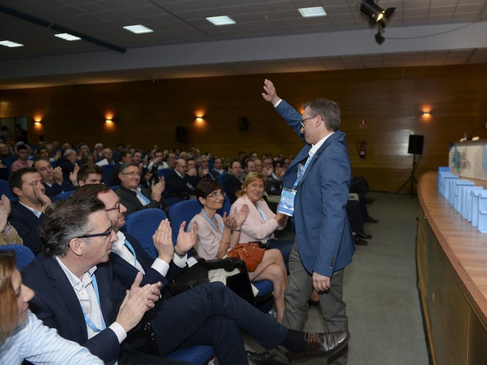 Joaquín Juste saluda tras ser elegido presidente provincial del PP en la capital turolense.