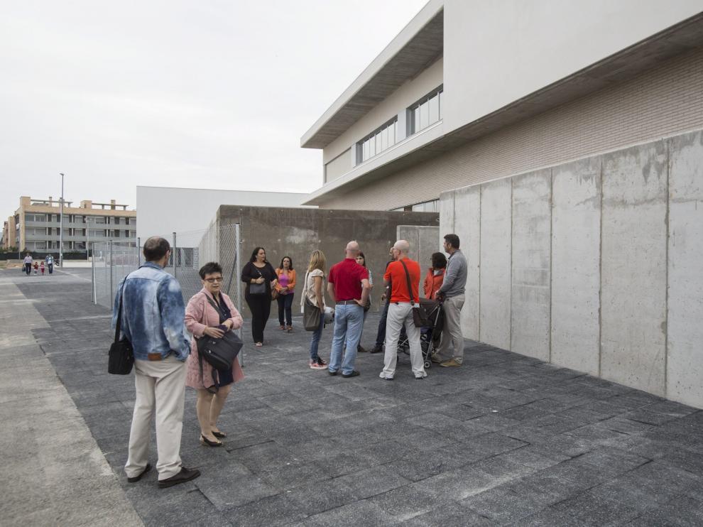 Colegio Ánfora de Cuarte de Huerva. Los tribunales, en contra de lo que estimaba el Departamento de Educación, permitieron la apertura del centro concertado en septiembre de 2015 (en la foto, el día de la inauguración) y, posteriormente,  obligaron a su concierto.