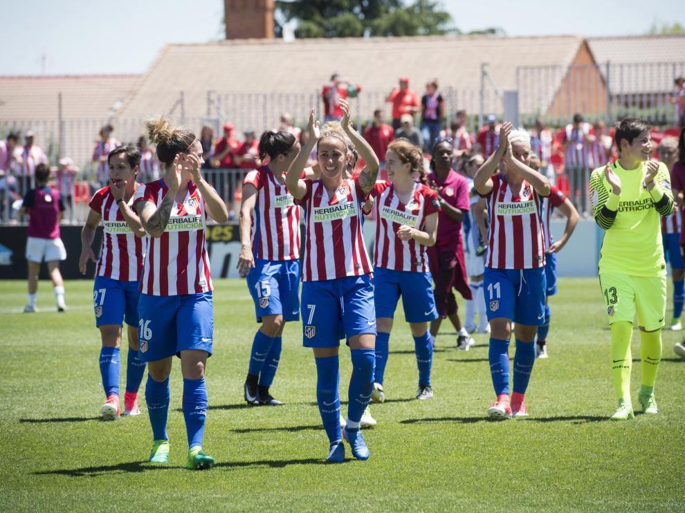 Las jugadoras del Atlético de Madrid celebran la Liga.
