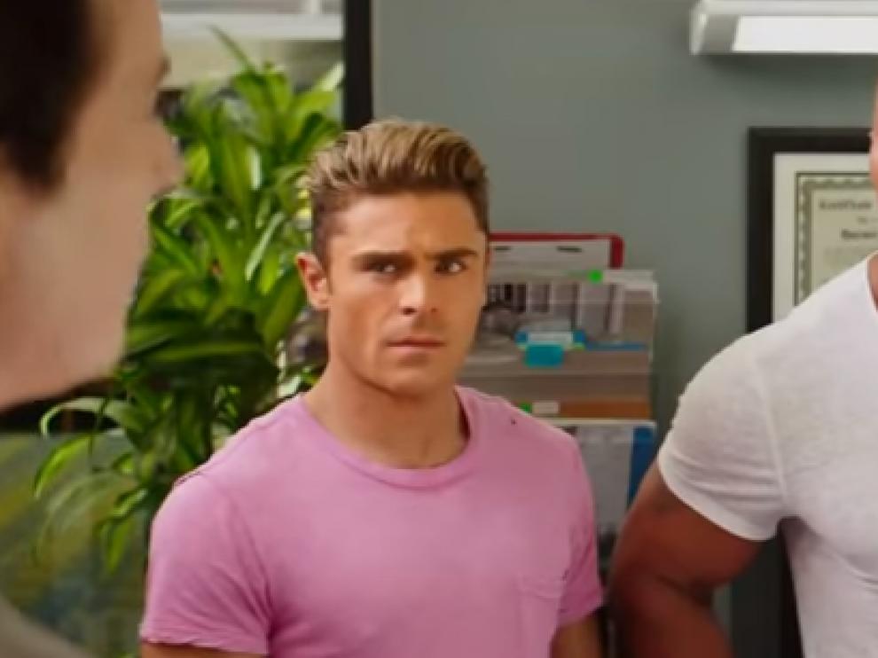 Zac Efron y Dwayne Johnson en 'Vigilantes de la playa'.