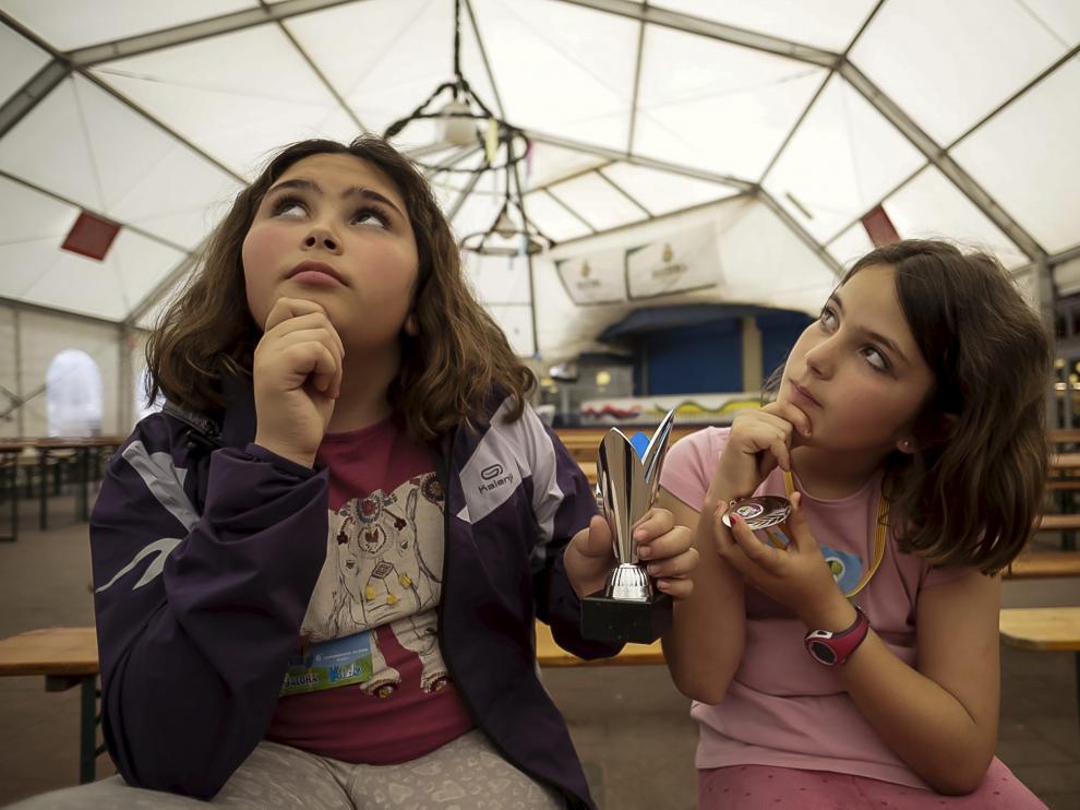 Inés y Ana Sierra, después de conseguir un primer y segundo premio en cálculo.