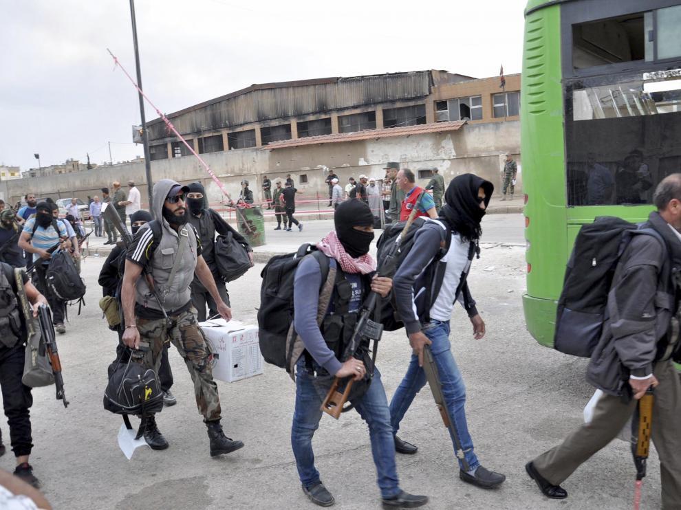 Militares evacuando la ciudad, según la agencia siria SANA.