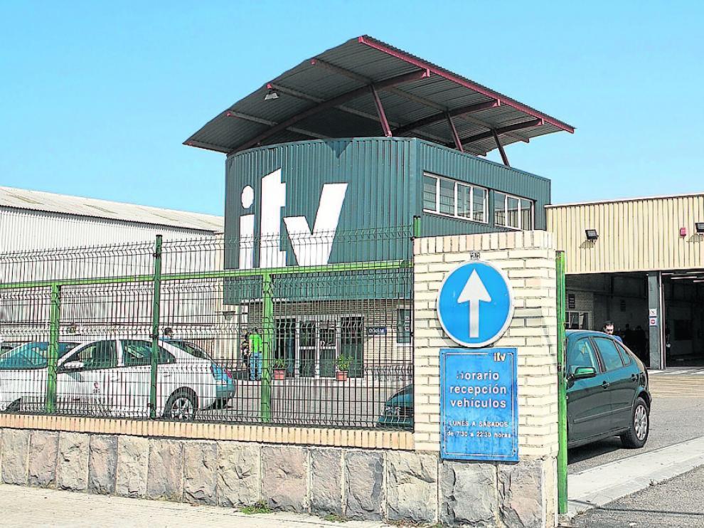 Acceso principal a la ITV de Malpica, ubicada en el polígono del mismo nombre.