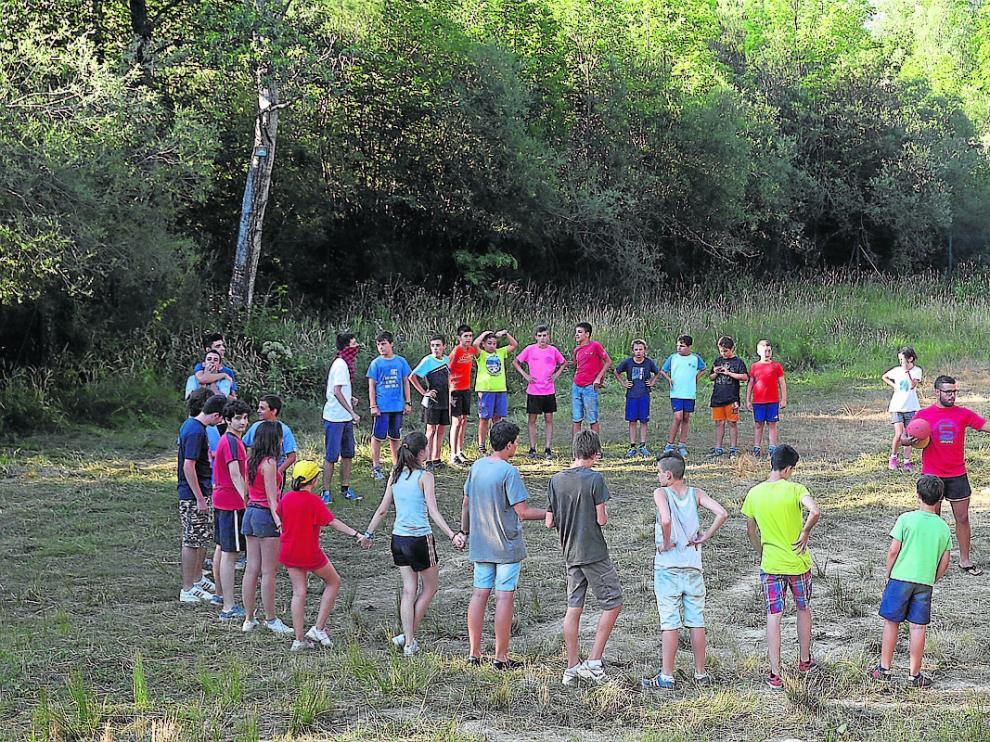 Un campamento en Villanúa, un municipio al que llegan cada verano más de 700 niños.