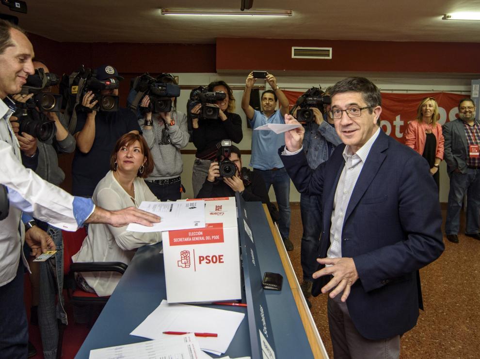 El candidato Patxi López ha votado en Portugalete