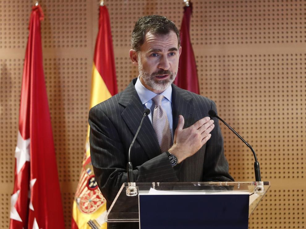 """Felipe VI homenajea a la reina Sofía por su """"compromiso"""" social"""