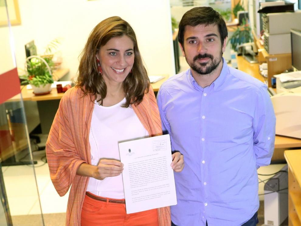 Lorena Ruiz y Ramón Espinar presentan la moción de censura contra Cristina Cifuentes.
