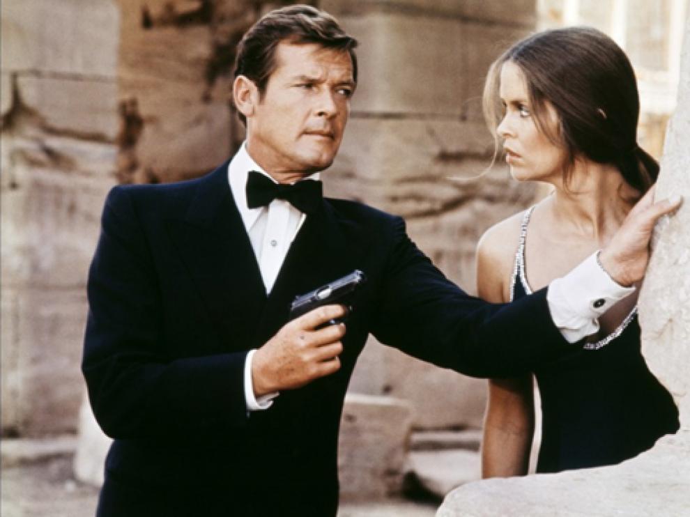 Roger Moore en una de las películas de 007