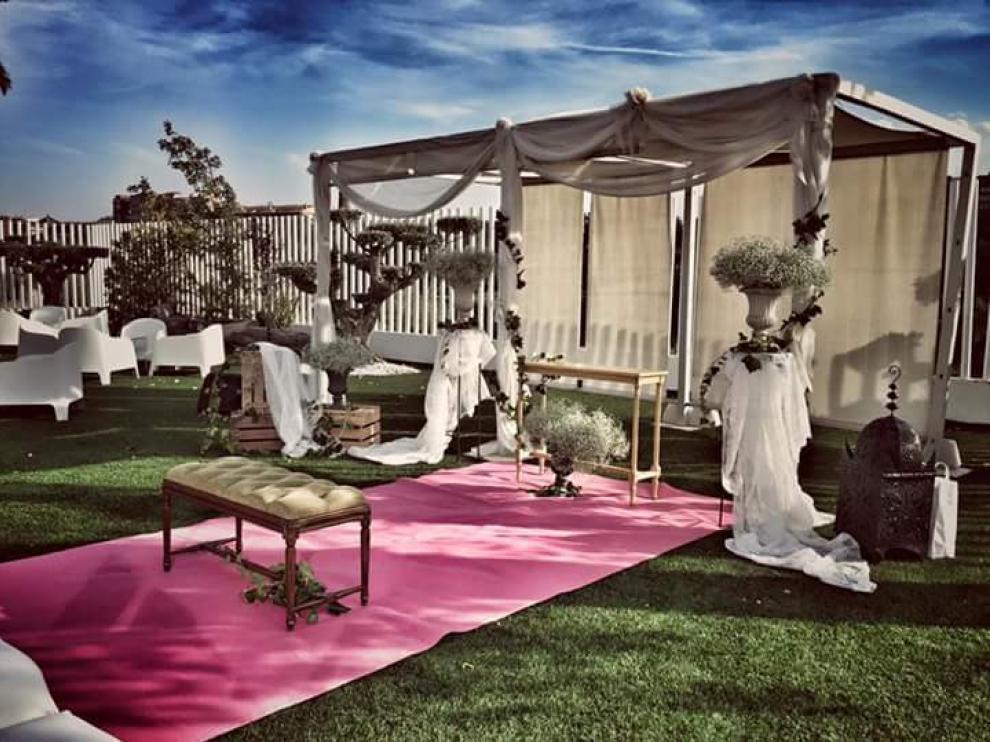 Los espacios para las ceremonias civiles se decoran al gusto de los novios.