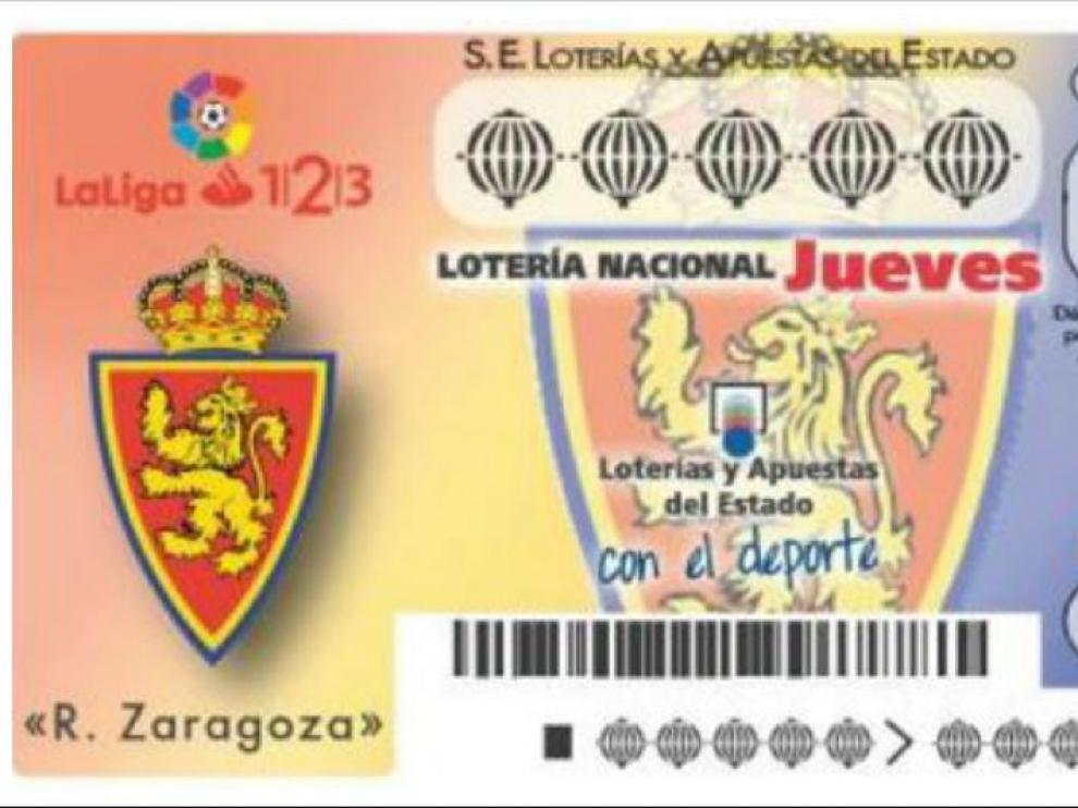 A la izda. el modelo de billete del sorteo del 15 de junio, dedicado al Real Zaragoza. A la derecha, las participaciones ya a la venta en los despachos de Loterías.