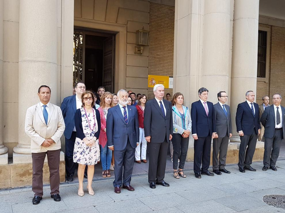 Minuto de silencio en la Delegación del Gobierno en Aragón.